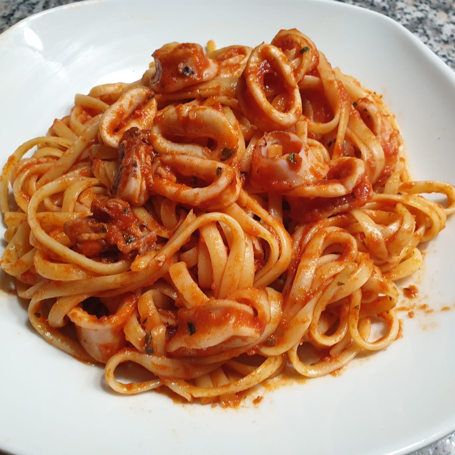 image from Bavette mit Calamari-Sughetto | Spaghetti (n13) mit Kalmar Soße (leicht pikant)